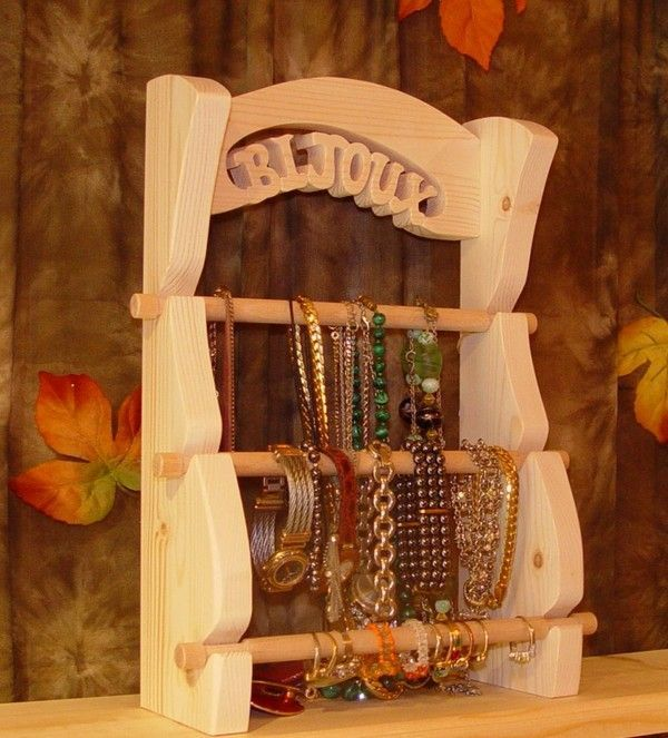 un pr sentoir bijoux. Black Bedroom Furniture Sets. Home Design Ideas